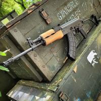 Grupo de Ak 47 Rifle y Pistol